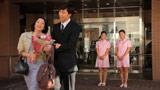 姉・彩花さんとともにミュージックビデオ出演でナース姿を披露した横峯さくら(右端)
