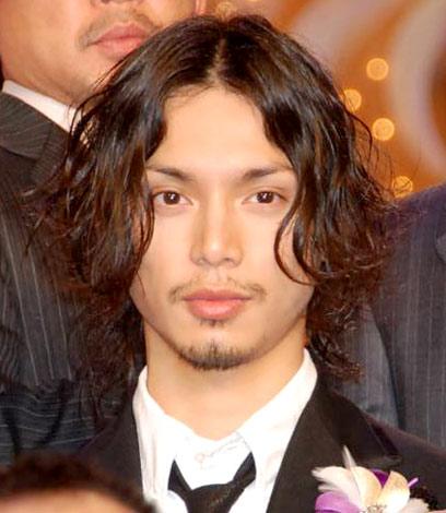 『2010 第33回 日本アカデミー賞』で新人俳優賞を受賞した水嶋ヒロ (C)ORICON DD inc.
