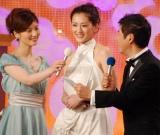 『2010 第33回 日本アカデミー賞』優秀主演女優賞を受賞した綾瀬はるか(C)ORICON DD inc.