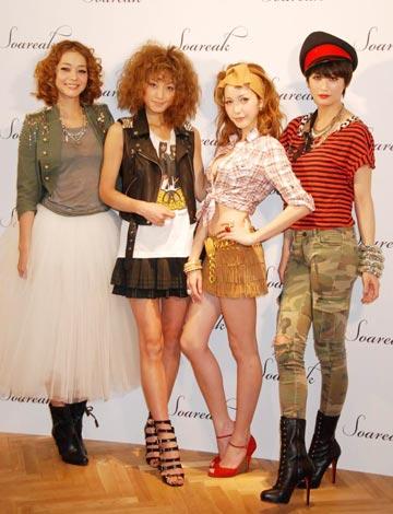 サムネイル 新ファッションブランド「Soareak」のオープニングセレモニーにゲストとして出席した、(左から)竹下玲奈、西山茉希、藤井リナ、黒田エイミ (C)ORICON DD inc.