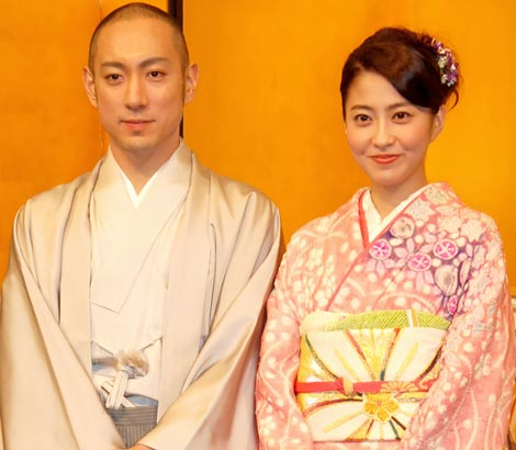 サムネイル 市川海老蔵(左)と小林麻央が入籍 (C)ORICON DD inc.