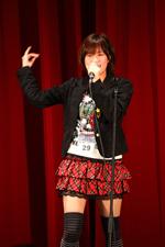 アカペラでAKB48の「10年桜」を披露した土師さん(C)ORICON DD inc.