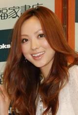 初のフォトブックに満足気な笑顔の徳澤直子