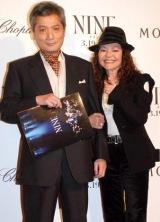 映画『NINE』の完成披露試写会のレッドカーペットイベントに参加した(左から)細川俊之と木の実ナナ (C)ORICON DD inc.
