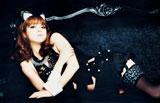 猫耳を付け、しなやかなセクシーポーズを披露する佐々木希/写真集『PRISM』