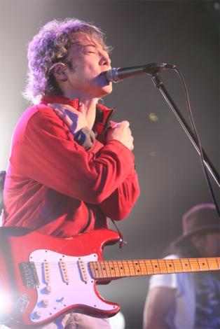 デビュー30周年イベントでライブを披露した佐野元春