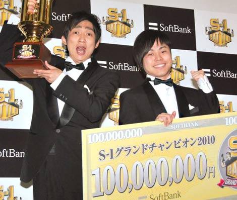 『S-1バトル』年間チャンピオンに輝いたNON STYLE (C)ORICON DD inc.