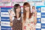 Hカップグラドル西田麻衣(右)と『天てれ』出身の飯田里穂(左)(C)ORICON DD inc.