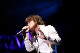 復活ソロライブ『LIVE SECOND BIRTH 2010〜Singing Tree〜』で熱唱した元T-BOLAN・森友嵐士 (C)荒井俊哉