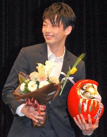 サムネイル 『第24回 高崎映画祭』授賞式で、ファンから結婚を祝福され笑顔で応えた森山未來 (C)ORICON DD inc.