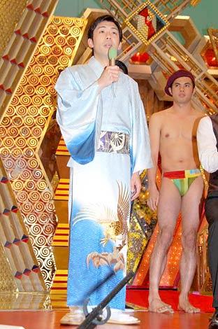 『爆笑レッドカーペット』DVD発売記念会見で芸を披露した天津木村