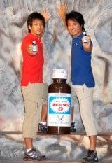 ケイン・コスギ(右)と共に『リポビタンD』の新CMに出演する、三浦友和と山口百恵さん夫妻の次男・三浦貴大 (C)ORICON DD inc.