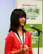 受賞コメントをする洗足学園高等学校3年・田頭里奈さん