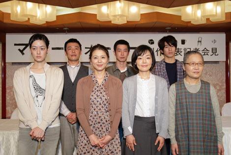 映画『マザーウォーター』製作発表記者会見に出席した(前列左から)市川実日子、小泉今日子、小林聡美、もたいまさこ、(後列左から)光石研、加瀬亮、永山絢斗