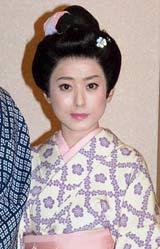 早乙女太一の明治座座長公演の公開稽古前に役衣装で取材に応じた持田真樹