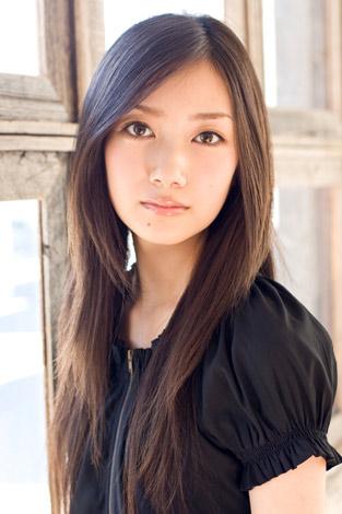 『Seventeen』専属モデルの波瑠(はる)。映画『武士道シックスティーン』『ソフトボーイ』等に出演