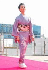 スペシャルドラマ『わが家の歴史』の完成披露報告会が行われ、強風のなかレッドカーペットに登場した富司純子