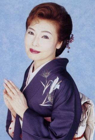 サムネイル FAXで結婚を報告した青山和子