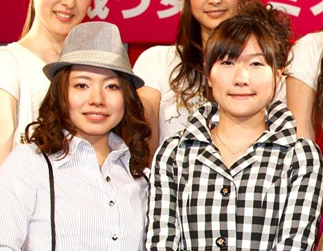 『ミスアリスコンテスト』に出席したカーリング女子日本代表の(左から)本橋麻里、目黒萌絵 (C)ORICON DD inc.