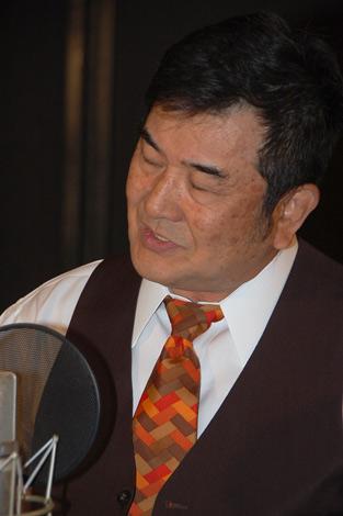 公開レコーディングで新曲「遠き昭和の・・・」を歌い上げる小林旭 (C)ORICON DD inc.