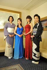 ホステス講習を受けた出演者たち(左から原沙知絵、黒川智花、桐谷美玲、国生さゆり)