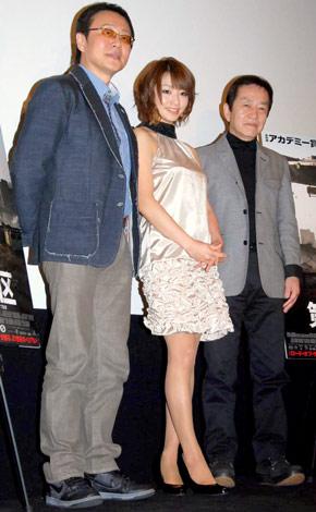 映画『第9地区』のヒット記念イベントに出席した(左から)松尾貴史、眞鍋かをり、矢追純一 (C)ORICON DD inc.