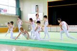 TBSドラマ『タンブリング』の制作発表で9人による男子新体操団体演技を披露しポーズを決めるキャスト (C)ORICON DD inc.