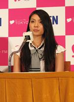 外国人記者クラブで外国人記者を前に英語でスピーチをした秋元才加(C)ORICON DD inc.