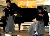 紋付袴姿で熱演 石垣秀基(尺八)、尾上秀樹(三味線) ※HIDE-HIDEが国際音楽コンクール『TEREM CROSSOVER』で優勝