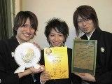 優勝したHIDE-HIDE 左から、石垣秀基(尺八)、かみむら周平(ピアノ)、尾上秀樹(三味線)