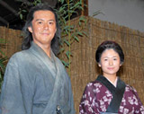 福山雅治(左)と真木よう子 (C)ORICON DD inc.