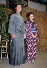 NHK大河ドラマ『龍馬伝』の取材会に出席した福山雅治(左)と真木よう子