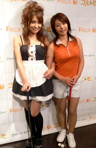 『バーチャル☆ゴルフデート』のプレス発表会に出席した、キャラクターモデルの(左から)福下恵美と磯山さやか (C)ORICON DD inc.