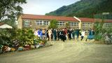川島海荷を目がけて学校から飛び出す男子高生たち/『プリッツ』新CM