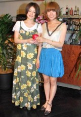 メジャーデビューシングル「りんご」リリースパーティーを行った、cossamiの(左から)みなみとひろこ (C)ORICON DD inc.