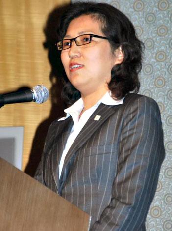 『中国2010 上海万博』開幕8日前カウントダウンイベントで、盗作疑惑問題について言及した上海世博会事務協調局チケットセンターの趙蕾氏 (C)ORICON DD inc.