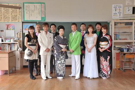 日本音楽事業者協会の森づくり「音事協の森」プロジェクト植樹イベントに参加した三船和子(中央左)、和田青児(同右)ら