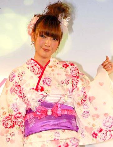 サムネイル イオンの2010年新作浴衣&水着発表会『イオン2010 Yukata Magic/Mizugi Magic』に出席した木下優樹菜 (C)ORICON DD inc.