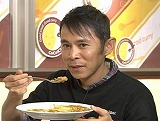 カレーを食べる岡ナインティナインの村隆史
