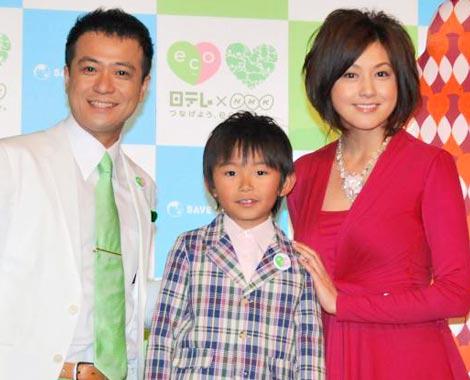 日本テレビとNHKの合同制作発表会見に出席した(左から)中山秀征、加藤清史郎、藤原紀香 (C)ORICON DD inc.