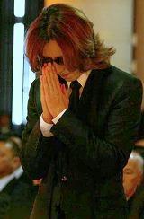 参列し、遺影に向かって思いを捧げたYOSHIKI