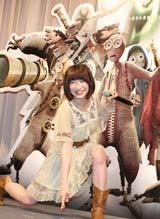 米映画『9<ナイン>〜9番目の奇妙な人形』のイベントでポーズを取るおかもとまり (C)ORICON DD inc.