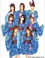 モーニング娘。 (上段左から)ジュンジュン、光井愛佳、リンリン、 (中段左から)亀井絵里、道重さゆみ、新垣里沙、(下段左から)高橋愛、田中れいな