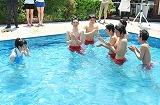 17歳のバースデーにサプライズでプールに落とされた志田未来と、共演者たち (C)ORICON DD inc.