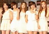 日本デビュー合同記者会見を行った、韓国ガールズグループ・KARAの(左から)カン・ジヨン、ニコル、パク・ギュリ、ハン・スンヨン、ク・ハラ (C)ORICON DD inc.