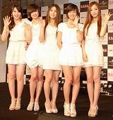 日本デビュー合同記者会見を行った、韓国ガールズグループ・KARAの全身カット (C)ORICON DD inc.