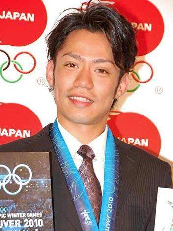 サムネイル 『2010バンクーバー五輪日本代表選手団公式記念フレーム切手セット』の発表会に出席した、フィギュアスケートの高橋大輔選手 (C)ORICON DD inc.