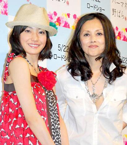 サムネイル 映画『パーマネント野ばら』のガールズトーク付き試写会に出席した(左から)菅野美穂、夏木マリ
