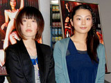 舞台『甘え』の公開稽古後に取材に応じた小池栄子(右)と本谷有希子