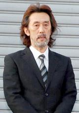 初公判判決後、報道陣の前で謝罪したJAYWALK・中村耕一被告